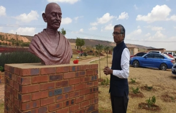 High Commissioner Jaideep Sarkar paid homage to commemorative bust of Mahatma Gandhi and planted trees at Tolstoy Farm on Gandhi Jayanti 2019